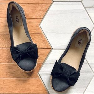 Ugg Abigail Slip On Flat in Black With Bow Size 7